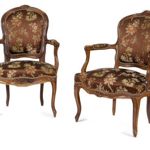 PAIR OF Moulded Walnut and Sculpted Sculpted Back Rests in Convertible with Foli…