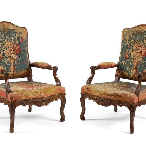 Pair of LARGE WALNUT SCULP WALNUT FALLS with flat backrest fully upholstered, of…