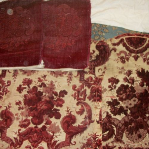 Remains of a chiselled velvet, 19th century, Louisquatorzian style, in the Bérai…