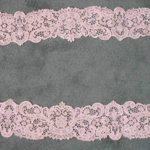 Oval lace flounce with a big Venice stitch, rinceaux and flowers (rust stains) .…