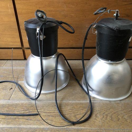 Lot de trois suspensions en métal, type industriel Travail moderne H.: 53 cm; Di…