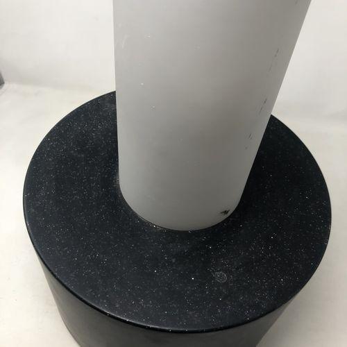 RAAK (Amsterdam) Suspension en métal laqué noir et verre H. : 42 cm (egrenure au…