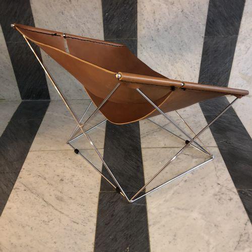 """Pierre PAULIN (1927 2009)  Fauteuil bas """"Butterfly"""" F675, reposant sur des patin…"""
