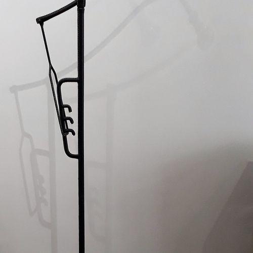 Jacques ADNET (1900 1984) Lampadaire en métal tubulaire à tige centrale et bras …
