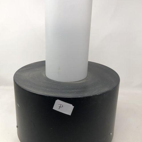 RAAK (Amsterdam) Suspension en métal laqué noir et verre H. : 42 cm (rayures, sa…