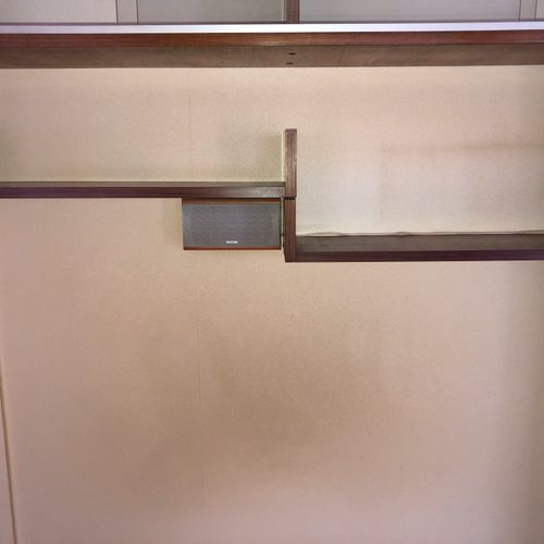 Attribué à BARTOLINI  Deux étagères d'applique en bois de placage  Circa 1960 12…