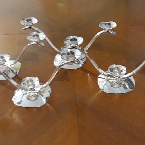 Quatre chandelier à trois lumières en métal argenté. Circa 1950 16 x 30 x 11 cm …