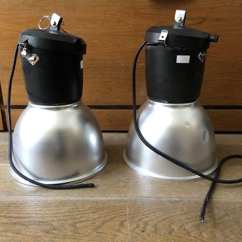 Lot de deux suspensions en métal, type industriel Travail moderne H.: 53 cm; Dia…