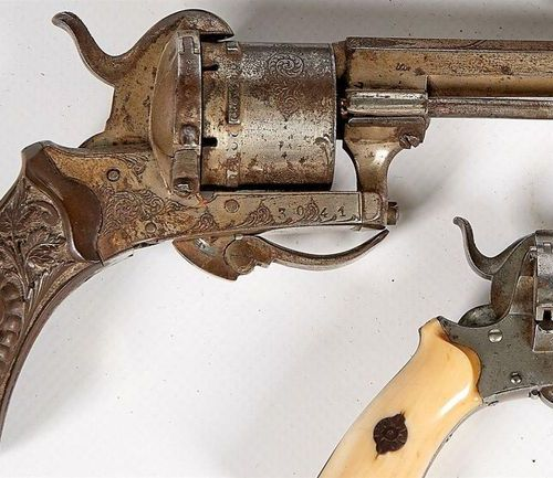 REVOLVER with pin Caliber 7 m/m cork, bakelite stock with chimeras, lower plate …