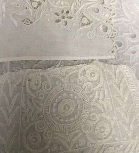 IMPORTANT LOT of embroidery elements, sampling of various stitches including mou…