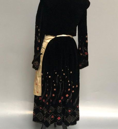 WOMAN'S TENUE in black velvet with gold and blue pearls, embroidered in merceris…