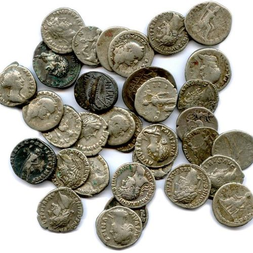 Lot 33 denarii of silver from the Roman Republic (2) and the High Empire (31): M…