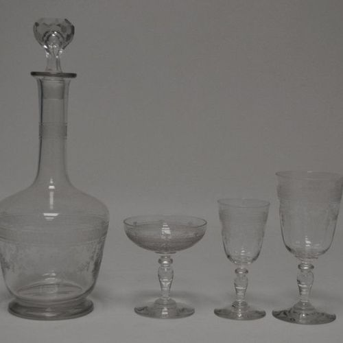 SAINT LOUIS. Serving part of engraved crystal glasses model Papin, including six…