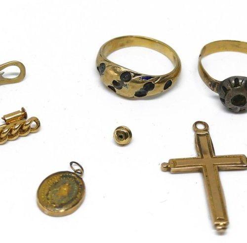 LOT de DEBRIS d'or dont barrette, montures de bagues, croix etc.. Poids brut 13,…