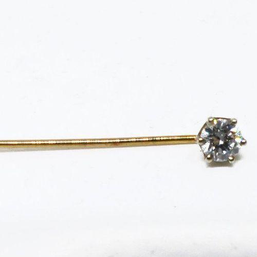 ÉPINGLE de cravate en or jaune sertie d'un diamant calibrant 0,2 cts env.