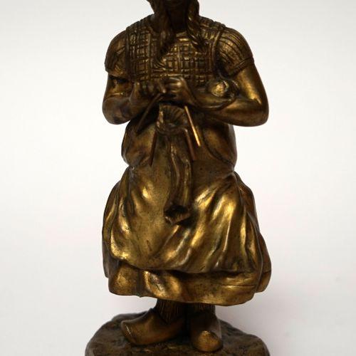 Claire Jeanne Roberte COLINET (1880 1950). Jeune Hollandaise au tricot. Bronze à…