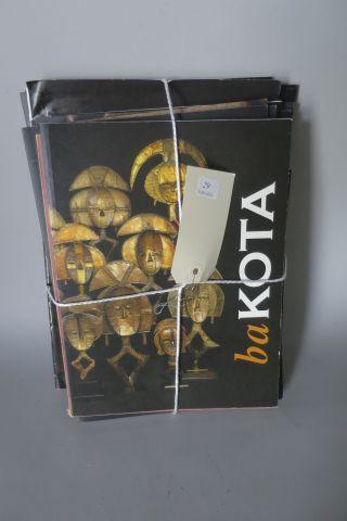 1 lot de d'une vingtaine de plaquettes et catalogues d'expositions d'Art Premier