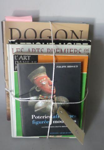 5 livres – Dogon ( Hélène Leloup, Branly ) Afrique Noire ( Univers des Formes ) …