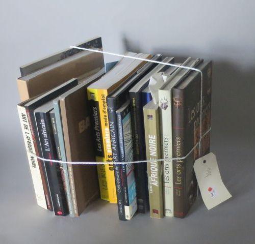 1 lot de livres et plaquettes relatifs aux arts premiers