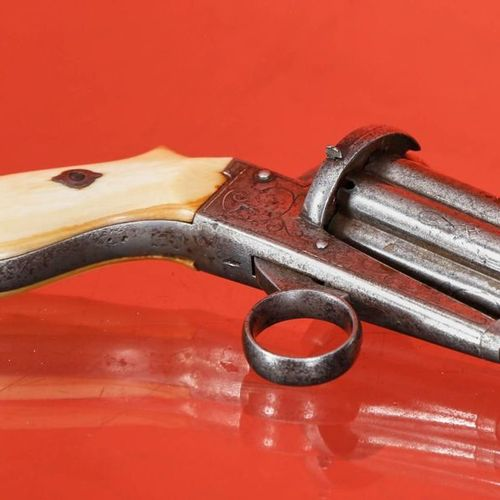 Pepperbox revolver 6 shots    Set of six damascened round barrels, as well as th…