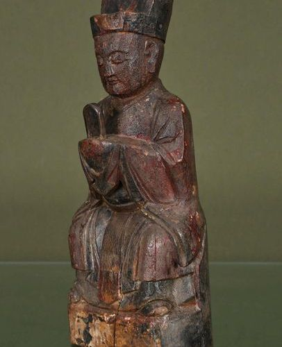 CHINE Votive Statuette    Out of carved wood and traces of polychromy showing a …