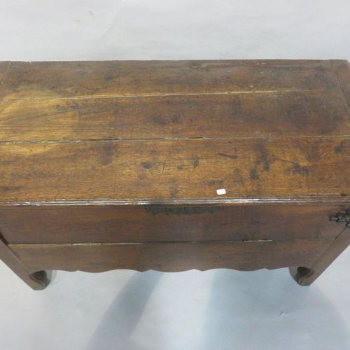 Natural wood box with two flaps. 66x105x49 cm