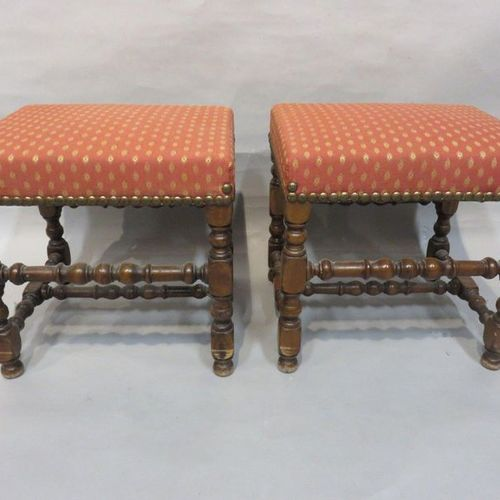 Pair of turned wooden stools upholstered in red fabric. 46x48x40 cm