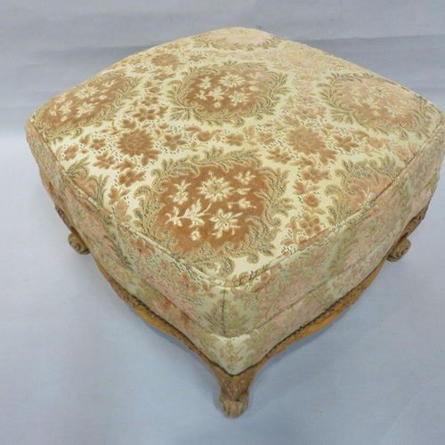 Stool in natural wood with velvet floral trim in the Louis XV style. 42x62 cm