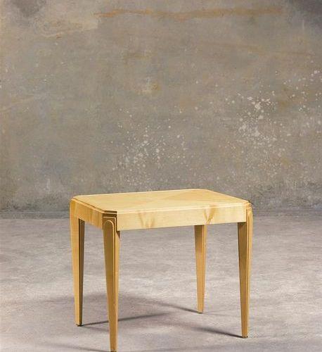 Bout de canapé de style Art Déco à pieds gaine en bois teinté clair.  H_53 cm L_…