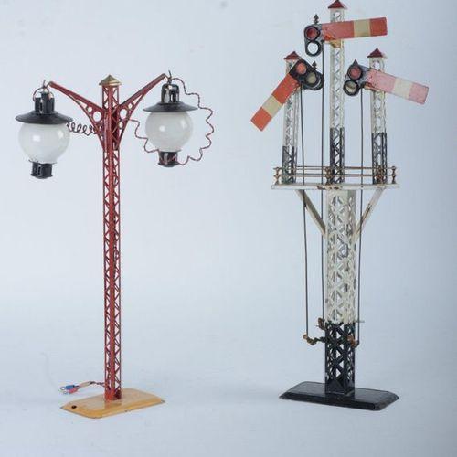 Bing, deux grands accessoires :  lampadaire électrique double avec globes (H. 4…