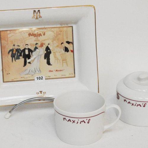 Restaurant Maxim's de Paris  Lot d'objets en porcelaine comrpenant vide poche, t…