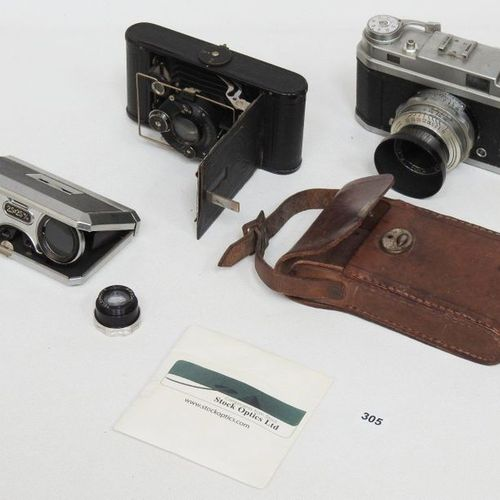 Lot comprising : Theatre binoculars with bellows photo appearing in its case and…