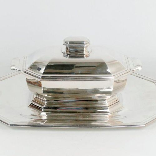 TETARD Frères, Paris.  Centrepiece comprising a vegetable dish and its silver di…