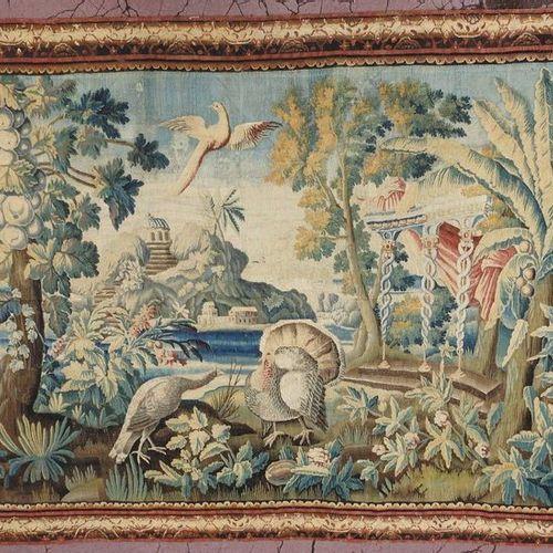 TAPISSERIE en laine à décor d'un paysage exotique animé de volatiles et agrément…