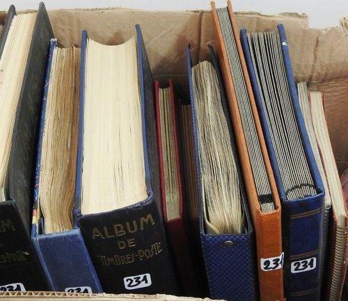 World  2 albums Yvert and Tellier + 1 dark blue album Thiaude le globe + brown g…