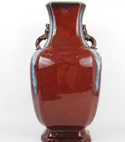 CHINA: Important stoneware vase in oxblood colour and blue runners, chilong hand…