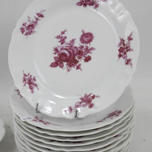 LIMOGES : Service à dessert en porcelaine à décor de fleurs en camaïeu rose comp…