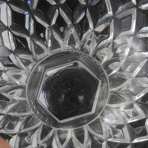 BACCARAT : drageoir en cristal taillé. Marque moulée. Haut.: 21c m. On y joint u…