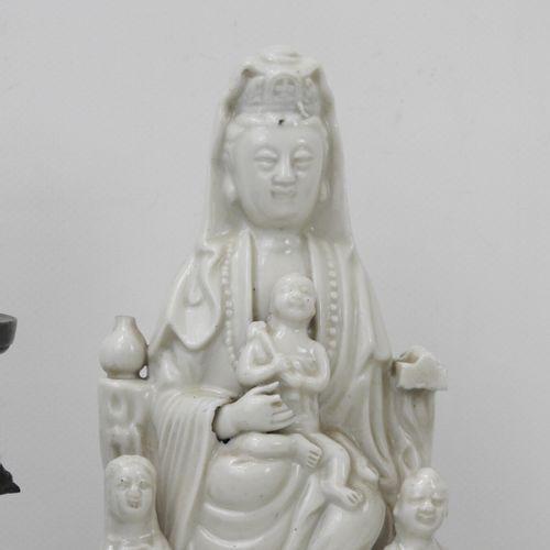 CHINE : lot comprenant un petit vase en émaux cloisonnés (Haut.:10 cm), un vase …