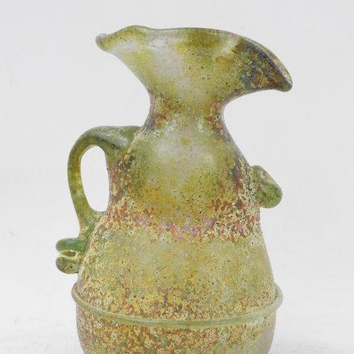 PETIT PICHET en verre dans le goût de l'antique. Haut.: 12,5 cm.