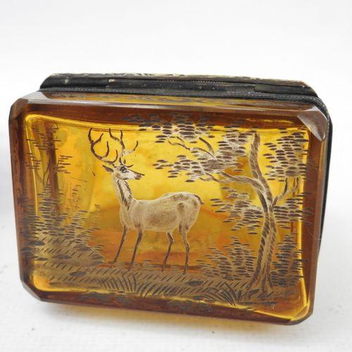 BOITE rectangulaire en cristal de bohème à décor gravé de renard, cerf et chien.…