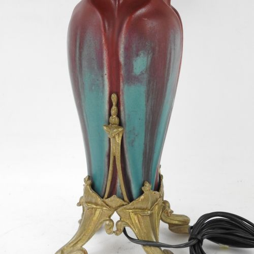 Attribué à Eugène BAUDIN et Lucien GAILLARD : LAMPE en faïence rouge et bleue, m…