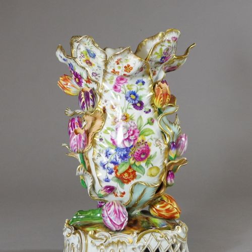 Jacob PETIT (1797 1868).  VASE in the shape of a parrot tulip in porcelain with …