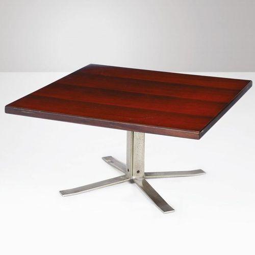 Formanova, Tavolo basso con struttura in acciaio spazzolato e piano in legno. Pr…