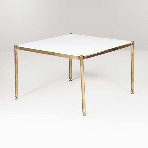 Osvaldo Borsani, Tavolo d'appoggio con struttura in metallo e piano in marmo. Pr…