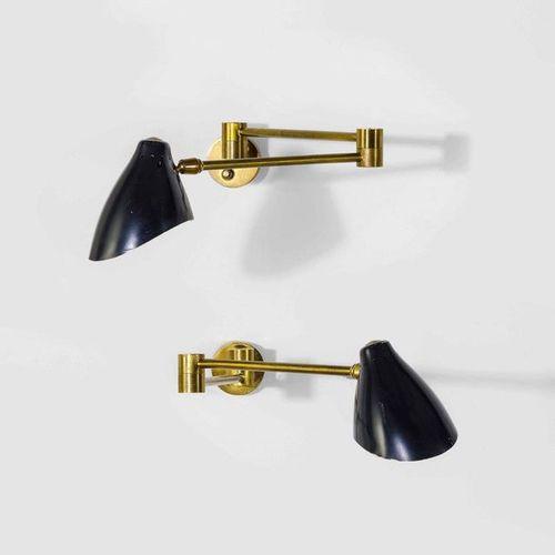 Angelo Lelii, Coppia di appliques in ottone con diffusore in alluminio laccato. …