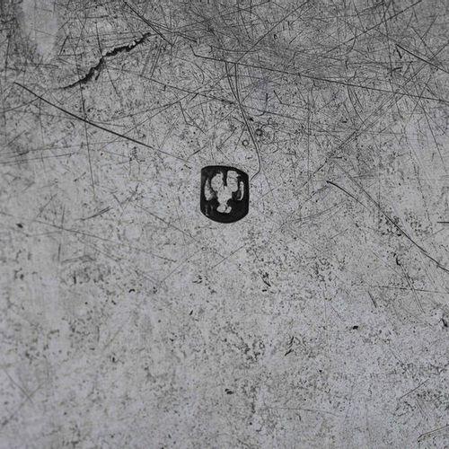 Calamaio in argento fuso, sbalzato e cesellato. Vassoio marchio Modena, XIX seco…