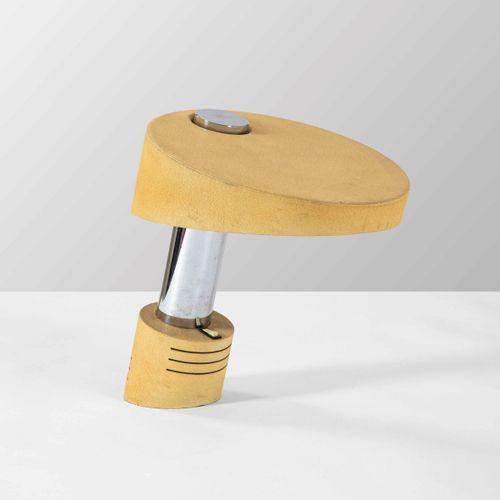 Lampada da tavolo con struttura in metallo cromato, diffusore e base in metallo …