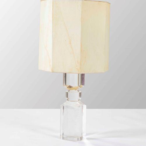 Lampada da tavolo con base in plexiglass e paralume in tessuto., Prod. Italy, 19…