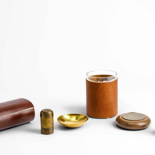 Gabriella Crespi, Ensemble d'objets comprenant une petite boîte en métal chromé,…